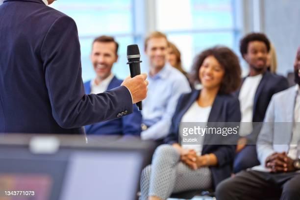 business-konferenz im kongresszentrum - izusek stock-fotos und bilder