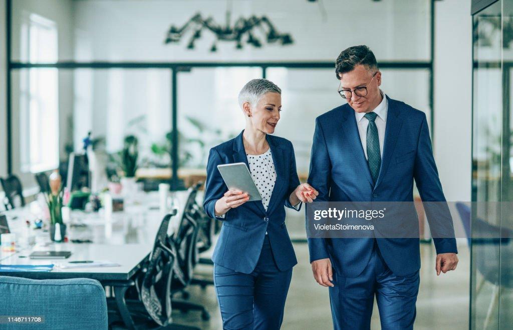 Conversación de negocios : Foto de stock