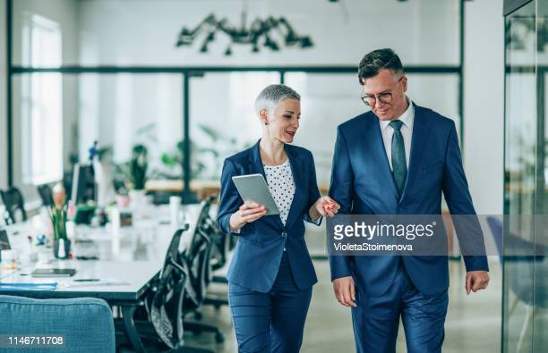 business conversation - two people stock pictures, royalty-free photos & images