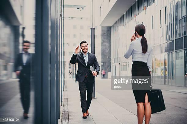 Compañeros de trabajo al aire libre para reuniones de negocios