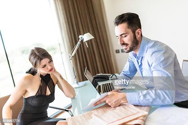 business deal im Büro