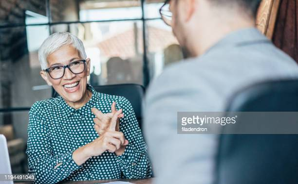 business discussion - explaining stock pictures, royalty-free photos & images