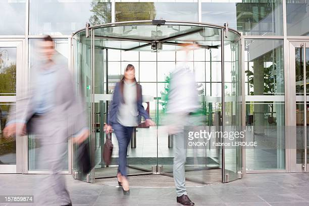 business executives at entrance of an office building - revolve foto e immagini stock