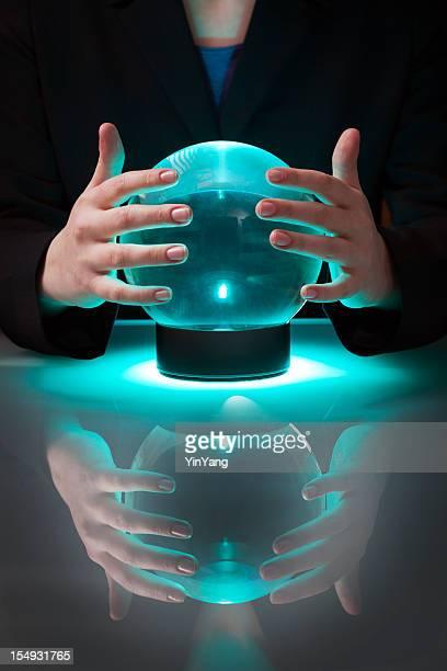 Voyant d'affaires avec Boule de cristal raconter prévision de futurs