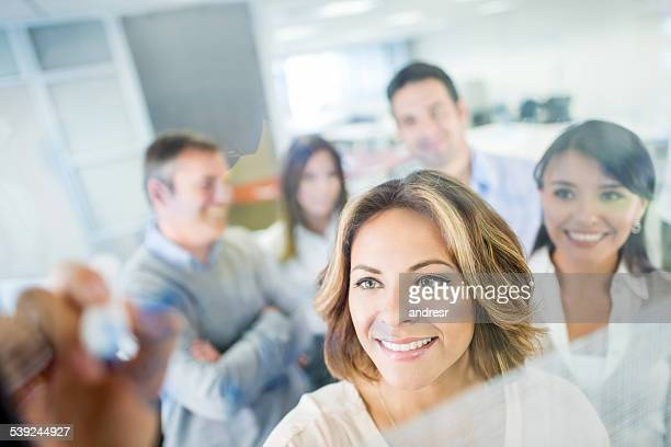 Business Gruppe schreiben Sie Ideen-board