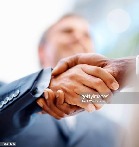 Business Hand hält ein Angebot