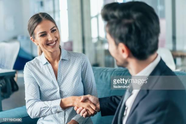 ビジネスハンドシェイク - 候補 ストックフォトと画像