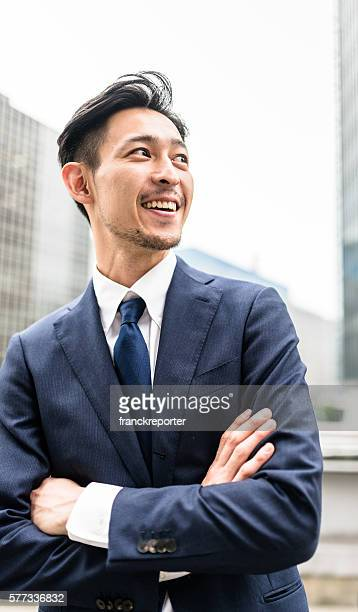 business japanese standing with arm crossed - 先頭 ストックフォトと画像