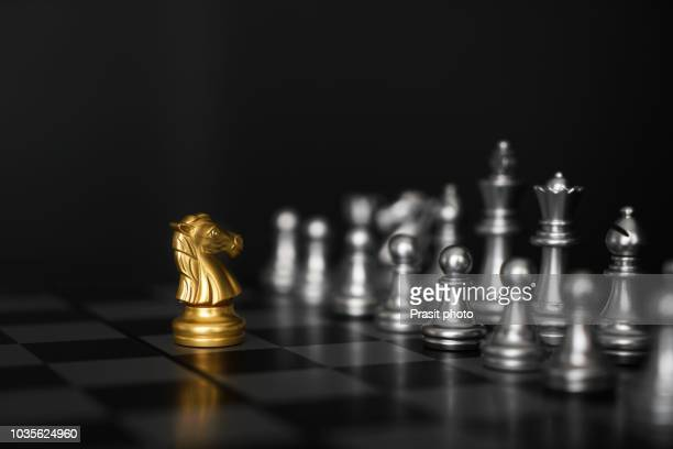business leader and confrontation solve problems concept, chess board game with copy space for your text - combat sport stockfoto's en -beelden