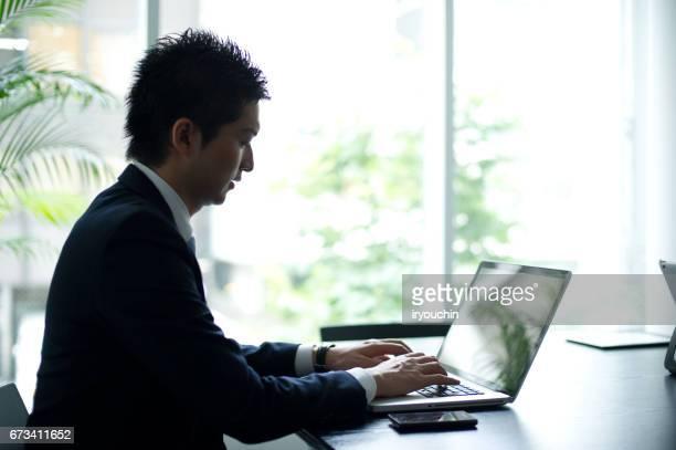 ビジネスライフ - ノートパソコン ストックフォトと画像