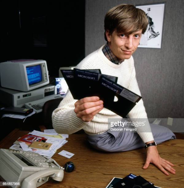 Business magnate and Microsoft cofounder Bill Gates poses in November 1985 in Bellevue Washington
