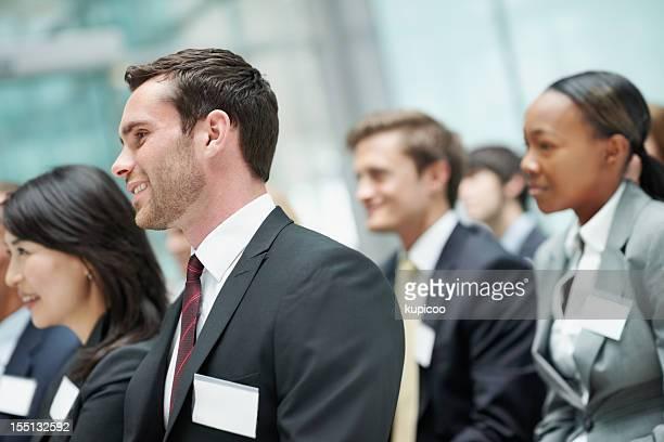 Homme d'affaires à un séminaire entre collègues