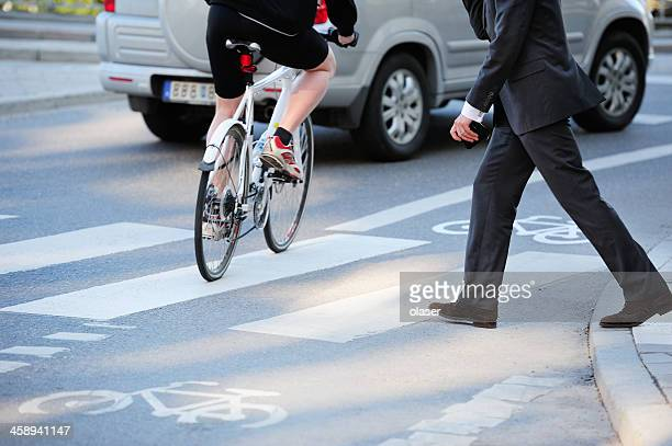business man crossing street in traffic - pedestrian stock pictures, royalty-free photos & images