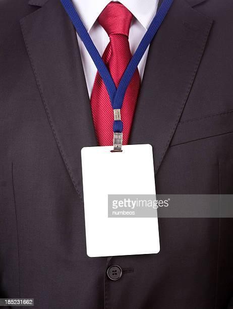 Hombre con tarjeta de nombre