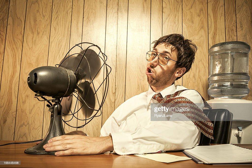 Geschäftsmann in Büro mit Fan : Stock-Foto