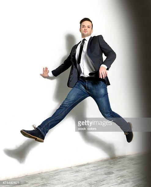 Homme d'affaires de saut