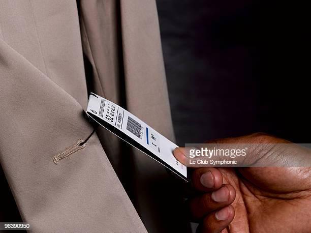 business man looking at price tag - preisschild stock-fotos und bilder