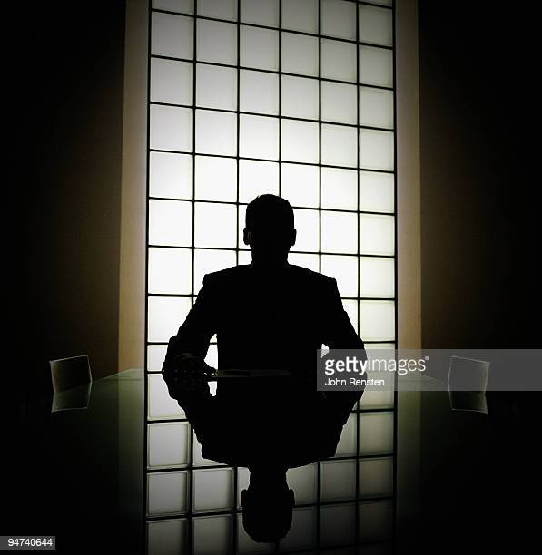 business man or boss in silhouette interview - onherkenbaar persoon stockfoto's en -beelden
