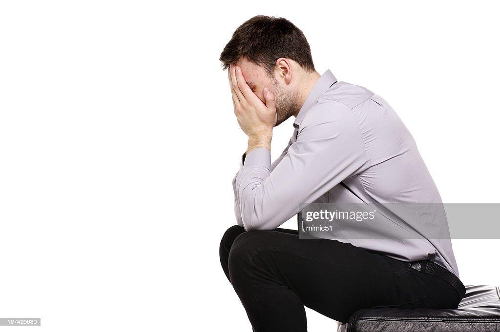 Homem de Negócios sentado em desespero isolado sobre um fundo branco : Foto de stock