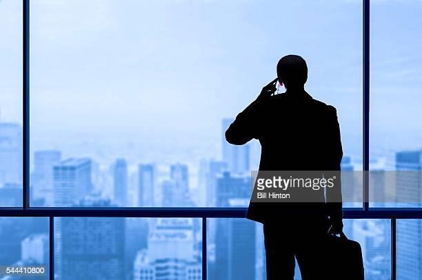 business man skyscraper office window - negocios finanzas e industria fotografías e imágenes de stock