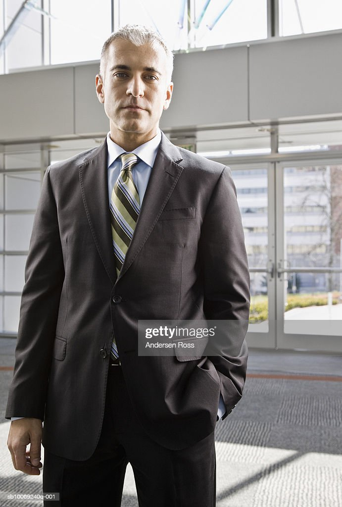 Business man standing with hands in pockets, portrait : Stockfoto