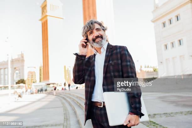 business man talking on phone - mid adult men imagens e fotografias de stock