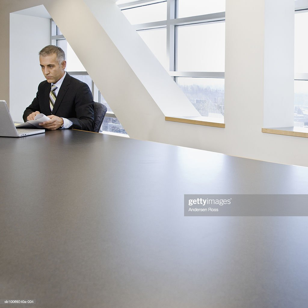 Business man using laptop in conference room : Stockfoto