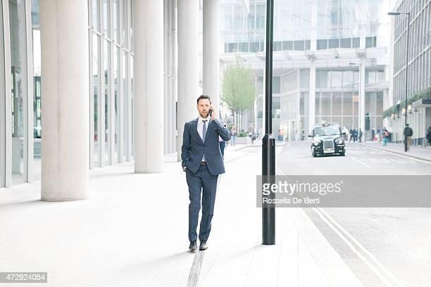 Uomo d'affari Parla sul telefono