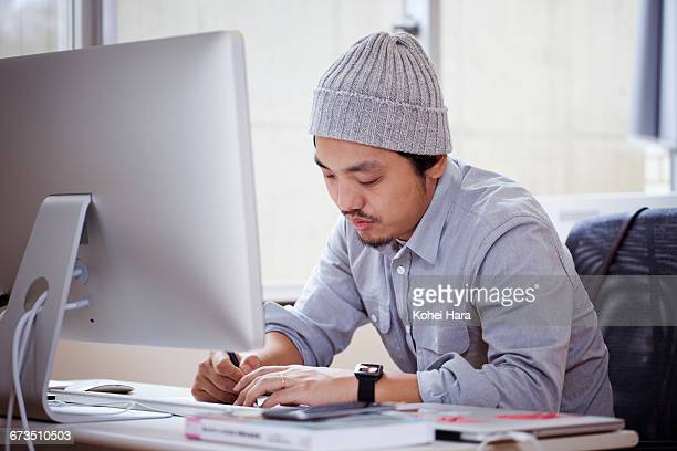 business man working at office - nur japaner stock-fotos und bilder