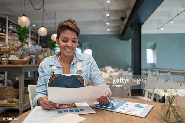 business manager working at a restaurant - business plan stock pictures, royalty-free photos & images