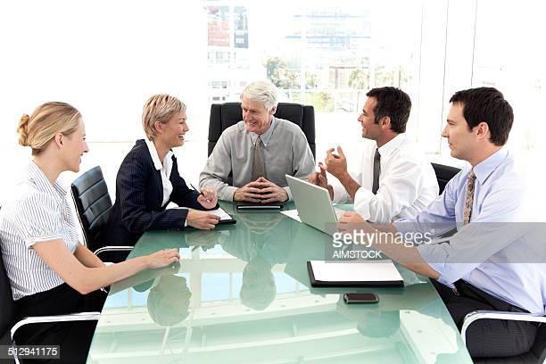 ビジネスミーティングでリラックス。