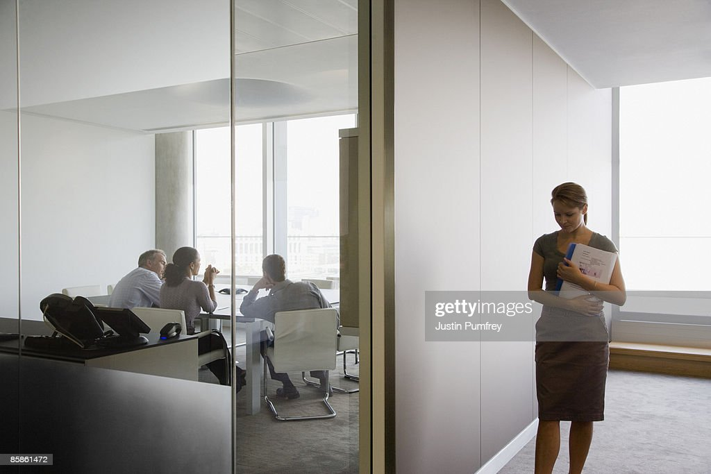 Business meeting and businesswoman in corridor : Stock-Foto