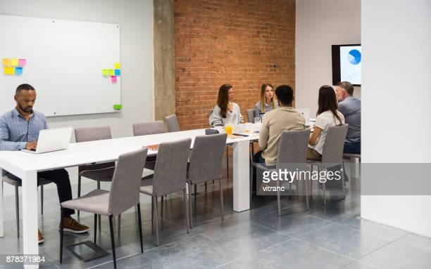 Réunion d'affaires dans la salle de conseil