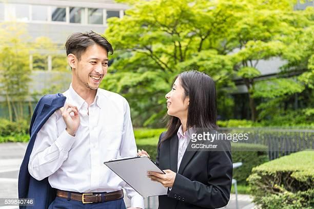 ビジネスミーティングは、屋外のロケーション