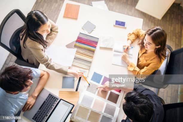 デザインスタジオでのビジネスミーティング - design professional ストックフォトと画像