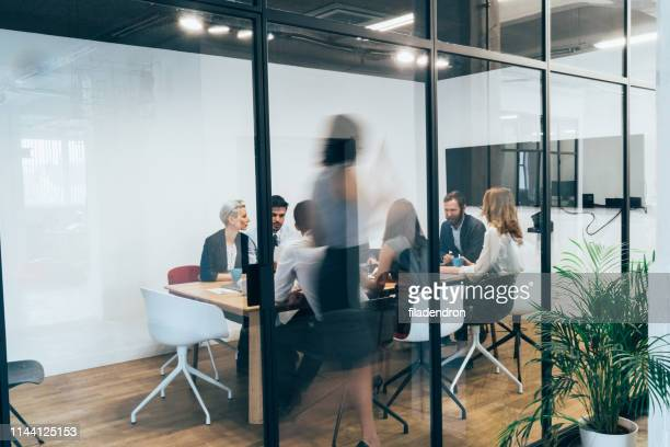 business meeting - business meeting stock pictures, royalty-free photos & images