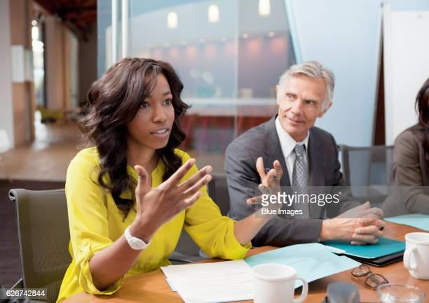 business meeting - envolvimento dos funcionários imagens e fotografias de stock