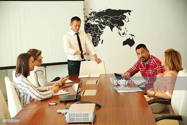 business meeting - voorzitter stockfoto's en -beelden