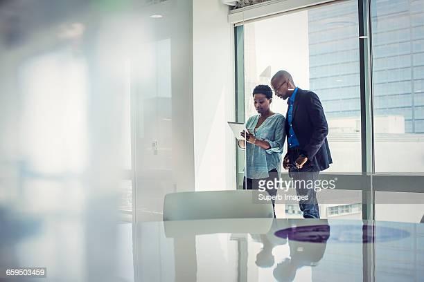 business meeting - abbigliamento da lavoro formale foto e immagini stock
