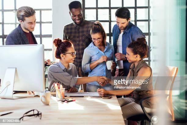 ビジネス会議 - 乗り物に乗って ストックフォトと画像