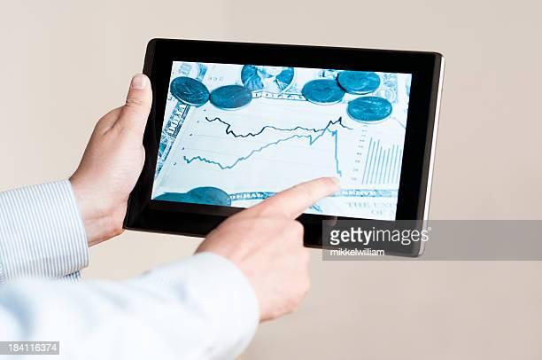 Business-news auf dem Bildschirm des tablet PC