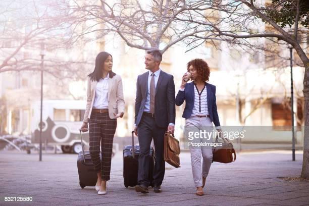 Les voyageurs d'affaires en déplacement