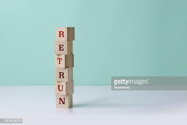 business or financial investment concept still life. - renvoyer la balle photos et images de collection