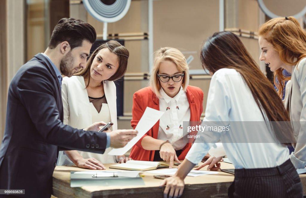 Geschäftsleute auf einer Tagung der Konferenz : Stock-Foto
