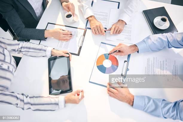 Gens d'affaires de réunion