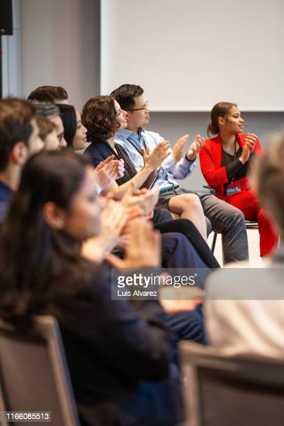 business people clapping during a seminar - パネル討論 ストックフォトと画像