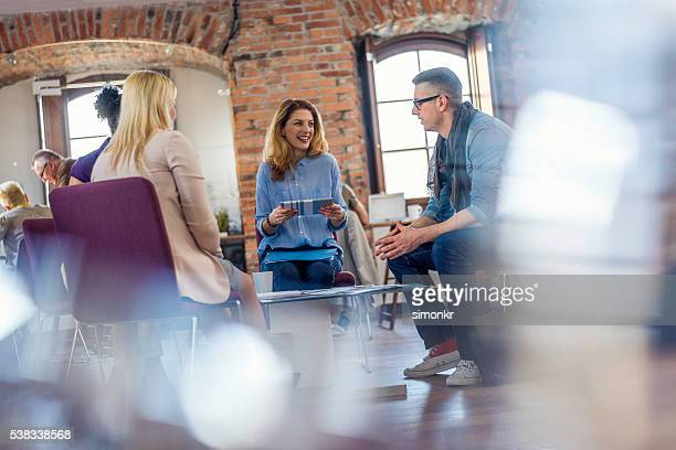 Gente de negocios discutiendo