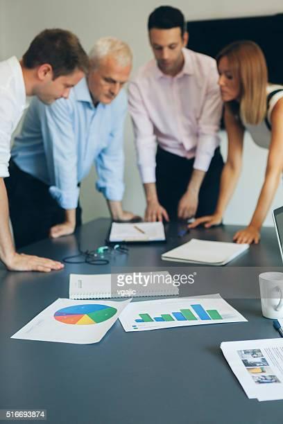 business persone incontro. - quattro persone foto e immagini stock