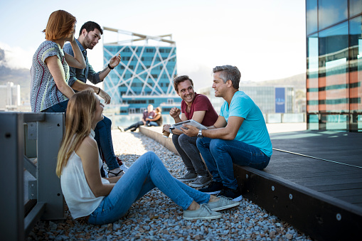 Business people having a casual meeting on a rooftop terrace - gettyimageskorea