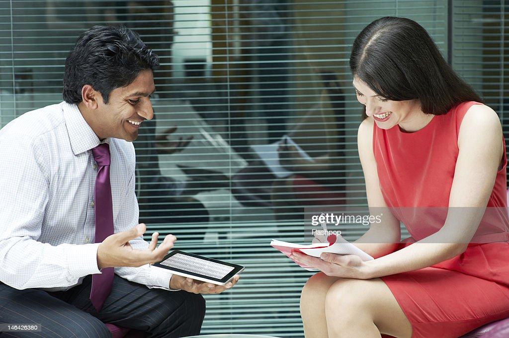 Business people having an informal meeting : Foto stock